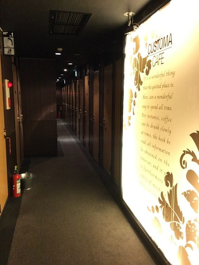 漫画喫茶 廊下